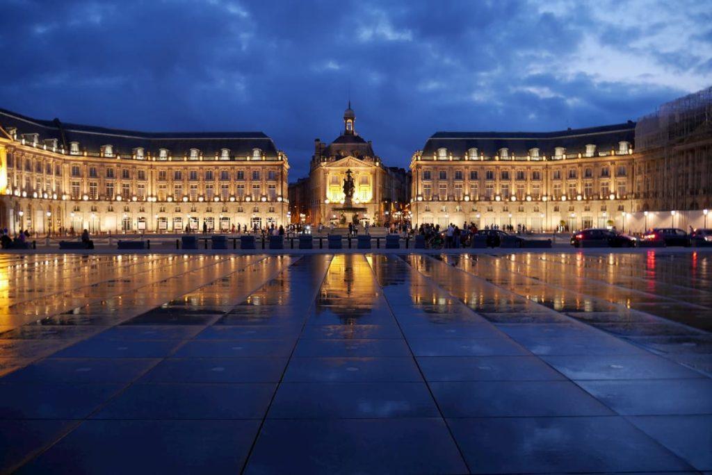 Miroir d'eau et place de la Bourse à Bordeaux