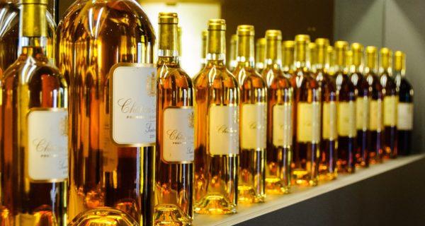 Bouteilles de vin blanc de la région de Bordeaux